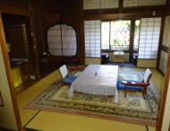 東山荘室内